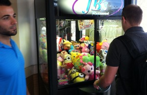 branson_claw_game