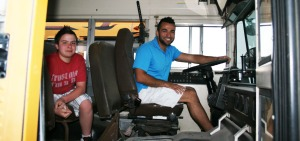 matt_keanu_inside_bus