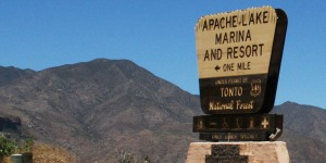 apache_lake_marina_sign