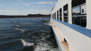 ferry_moving_lake_powell