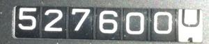527600