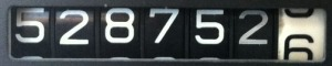 528752